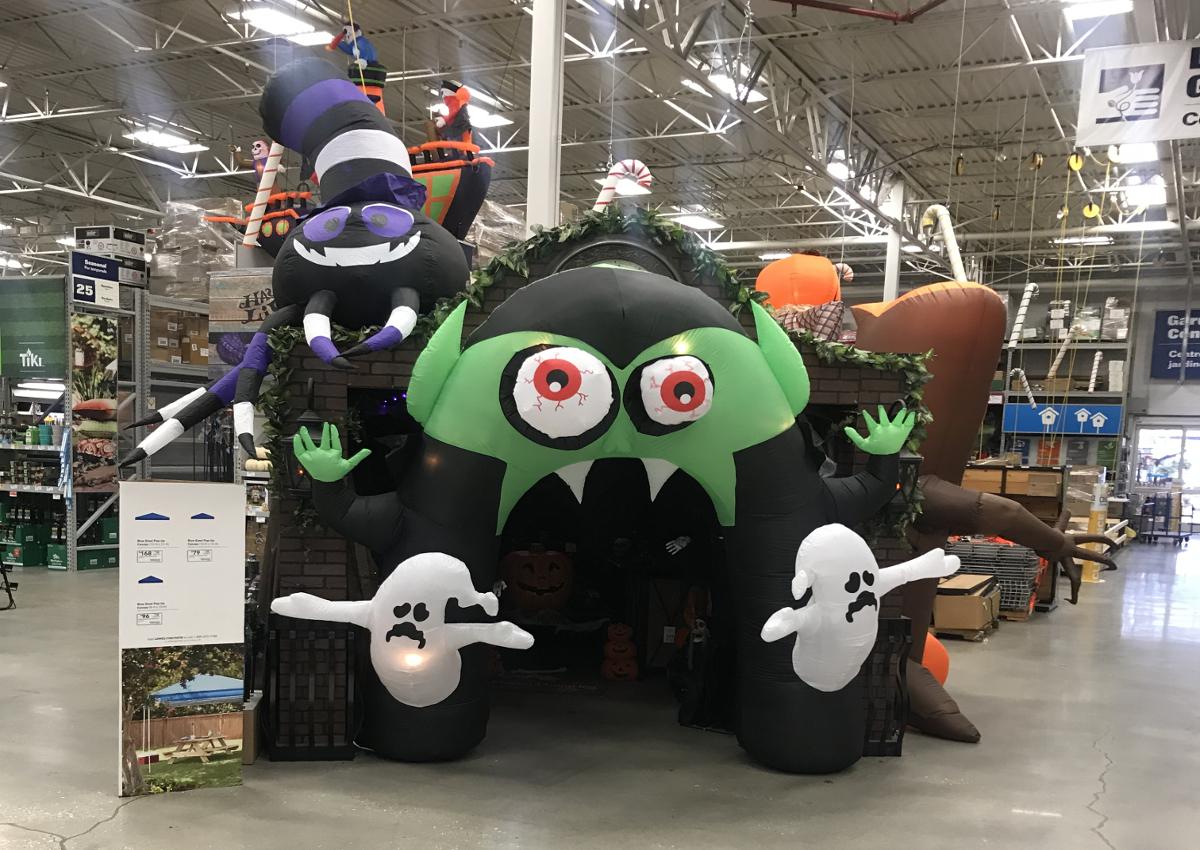 Shopping in USA-Halloween in Wallmart